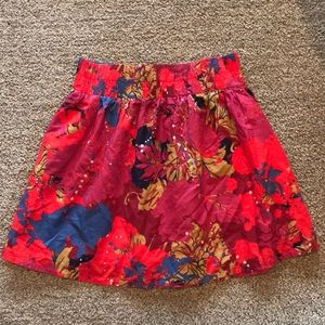 Red patterned mini skirt with elastic waist band
